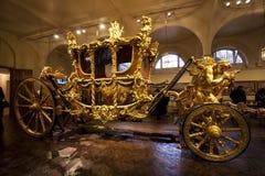 Χρυσή μεταφορά βασιλικό Mews στο Λονδίνο Στοκ εικόνες με δικαίωμα ελεύθερης χρήσης