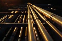 Χρυσή μεταφορά συστημάτων σωληνώσεων στις ακατέργαστες εγκαταστάσεις καθαρισμού πετρελαίου Στοκ Φωτογραφίες