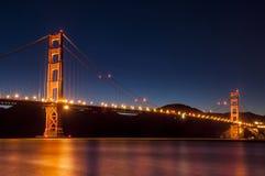 χρυσή νύχτα πυλών γεφυρών στοκ εικόνες