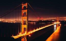 χρυσή νύχτα πυλών γεφυρών Στοκ Εικόνα
