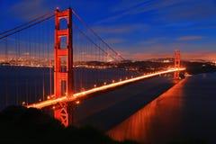 χρυσή νύχτα SAN πυλών Francisco γεφυρώ&n Στοκ Φωτογραφίες