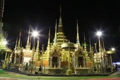 Χρυσή παγόδα Wat Phra Borommathat στοκ φωτογραφίες με δικαίωμα ελεύθερης χρήσης