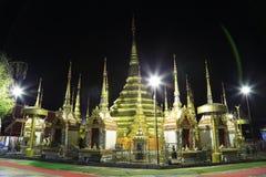 Χρυσή παγόδα Wat Phra Borommathat στοκ φωτογραφία