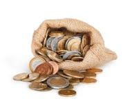 Χρυσή πτώση νομισμάτων από μια τσάντα καμβά Στοκ Φωτογραφία