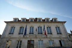 Χρυσή πύλη Burgundy, χωριό Chablis στην περιοχή Bourgogne, διάσημο για το άσπρο κρασί στοκ φωτογραφία με δικαίωμα ελεύθερης χρήσης