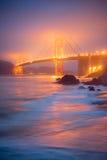 Χρυσή πύλη στην ομίχλη από την παραλία Mashall Στοκ φωτογραφία με δικαίωμα ελεύθερης χρήσης