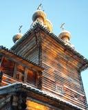 χρυσή ρωσική ξύλινη εκκλησία σε Arhangelsk Στοκ φωτογραφίες με δικαίωμα ελεύθερης χρήσης
