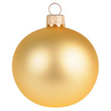Χρυσή σφαίρα διακοσμήσεων Χριστουγέννων που απομονώνεται στο λευκό Στοκ εικόνα με δικαίωμα ελεύθερης χρήσης