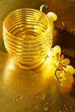 χρυσή σύσταση Πλούτος, πληρότητα και φρεσκάδα Konzerte Νερό και σταφύλια στοκ φωτογραφίες με δικαίωμα ελεύθερης χρήσης