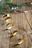 χρυσή ταινία Χριστουγέννω&n Στοκ Φωτογραφία