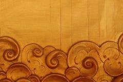 Χρυσή ταϊλανδική τέχνη του σχεδίου γλυπτών στην Ταϊλάνδη Στοκ φωτογραφία με δικαίωμα ελεύθερης χρήσης