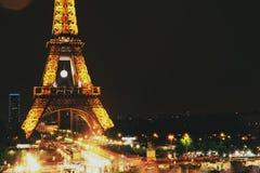 Χρυσή του Άιφελ άποψη Παρίσι Γαλλία νύχτας πύργων μεγάλη Στοκ Φωτογραφίες