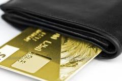 Χρυσή τραπεζική κάρτα σε ένα πορτοφόλι Στοκ φωτογραφίες με δικαίωμα ελεύθερης χρήσης