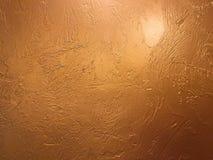 Χρυσή υπόβαθρο ή σύσταση και σκιά κλίσεων Λαμπρό κίτρινο υπόβαθρο σύστασης φύλλων αλουμινίου φύλλων χρυσό Το χρυσό έγγραφο υποβάθ στοκ φωτογραφία με δικαίωμα ελεύθερης χρήσης