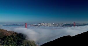 Χρυσή χαμηλή ομίχλη γεφυρών πυλών απόθεμα βίντεο