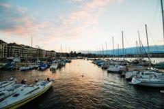 Χρυσή ώρα σε Quai Gustave Ador, Γενεύη, Ελβετία Στοκ φωτογραφία με δικαίωμα ελεύθερης χρήσης