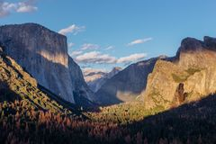 Χρυσή ώρα στην κοιλάδα Yosemite Στοκ φωτογραφία με δικαίωμα ελεύθερης χρήσης