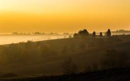 Χρυσή ώρα στους λόφους Monferrato το φθινόπωρο Piedmont, Ιταλία Ειρηνική θέα Στοκ Εικόνες