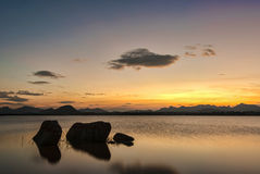 Χρυσή ώρα όχθεων της λίμνης σε Gudibande, Karnataka Στοκ Εικόνες