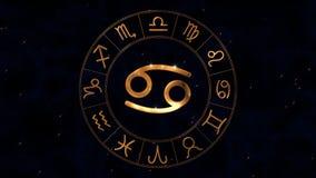 Χρυσή zodiac ρόδα ωροσκοπίων spinnig με το σημάδι καβουριών Canser στο κέντρο φιλμ μικρού μήκους