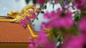 Χρυσοί ασιατικοί χαρακτήρες δράκων στην κατασκευή φιλμ μικρού μήκους
