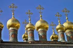 Χρυσοί θόλοι του καθεδρικού ναού Verkhospassky στοκ φωτογραφία