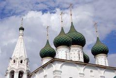 Χρυσοί θόλοι εκκλησιών μπλε ουρανός ανασκόπησης στοκ εικόνα με δικαίωμα ελεύθερης χρήσης