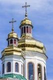Χρυσοί θόλοι και σταυροί της Ορθόδοξης Εκκλησίας στοκ φωτογραφίες