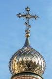 Χρυσοί θόλοι και σταυροί της Ορθόδοξης Εκκλησίας στοκ φωτογραφία με δικαίωμα ελεύθερης χρήσης