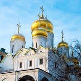 Χρυσοί θόλοι κρεμμυδιών του καθεδρικού ναού του Κρεμλίνου Στοκ Εικόνες