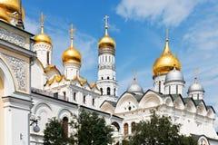 Χρυσοί θόλοι των καθεδρικών ναών της Μόσχας Κρεμλίνο Στοκ Εικόνα