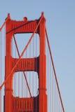 Χρυσοί καλώδια και πύργος γεφυρών πυλών Στοκ Εικόνα