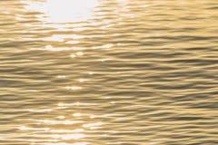 Χρυσοί κυματισμοί νερού χρώματος Στοκ φωτογραφία με δικαίωμα ελεύθερης χρήσης