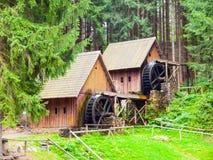 Χρυσοί μύλοι μεταλλεύματος Μεσαιωνικοί ξύλινοι υδρόμυλοι σε Zlate Hory, Δημοκρατία της Τσεχίας στοκ εικόνες