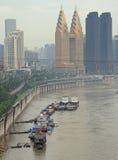 Χρυσοί πύργοι και άλλοι ουρανοξύστες στην πόλη Chongqing Στοκ Εικόνα