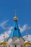 Χρυσοί σταυροί ενάντια στον ουρανό Στοκ εικόνες με δικαίωμα ελεύθερης χρήσης