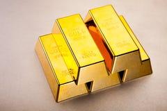 Χρυσοί φραγμοί, περιβαλλοντική οικονομική έννοια Στοκ Φωτογραφία