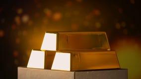 Χρυσοί φραγμοί στο λαμπρό υπόβαθρο, την οικονομική επένδυση και το κεφάλαιο, σχέδιο πυραμίδων φιλμ μικρού μήκους