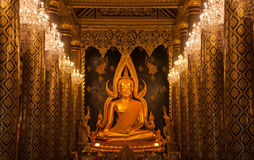 Χρυσός αγαλμάτων του Βούδα και στυλοβάτης εκκλησιών Στοκ φωτογραφίες με δικαίωμα ελεύθερης χρήσης