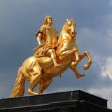 Χρυσός αναβάτης πλατών αλόγου Στοκ εικόνα με δικαίωμα ελεύθερης χρήσης