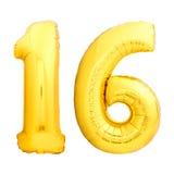 Χρυσός αριθμός 16 δέκα έξι φιαγμένα από διογκώσιμο μπαλόνι Στοκ Εικόνες