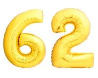 Χρυσός αριθμός 62 εξήντα δύο φιαγμένες από διογκώσιμο μπαλόνι Στοκ Φωτογραφία
