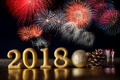 Χρυσός αριθμός 2018 που τοποθετείται στη σκοτεινή κομψή ΤΣΕ τόνου νύχτας γοητείας Στοκ Φωτογραφίες