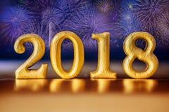 Χρυσός αριθμός 2018 που τοποθετείται στη χρυσή κομψή ΤΣΕ τόνου νύχτας γοητείας Στοκ εικόνα με δικαίωμα ελεύθερης χρήσης