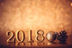 Χρυσός αριθμός 2018 που τοποθετείται στο σκοτεινό κομψό BA τόνου νύχτας γοητείας Στοκ εικόνα με δικαίωμα ελεύθερης χρήσης