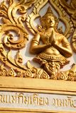 Χρυσός αριθμός του Θεού του Βούδα που χαράζεται στην ασιατική βουδιστική λάρνακα Στοκ Εικόνες