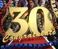 Χρυσός αριθμός τριάντα με τα συγχαρητήρια λέξεων σε ένα υπόβαθρο των ζωηρόχρωμων κορδελλών και του χαιρετισμού τρισδιάστατη απεικ διανυσματική απεικόνιση