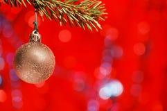 Χρυσός βολβός Χριστουγέννων Στοκ εικόνα με δικαίωμα ελεύθερης χρήσης