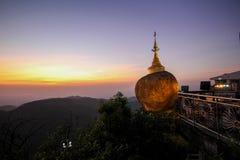Χρυσός βράχος Kyaiktiyo, το Μιανμάρ Στοκ εικόνες με δικαίωμα ελεύθερης χρήσης