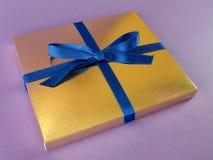 χρυσός δώρων 10 κιβωτίων Στοκ φωτογραφία με δικαίωμα ελεύθερης χρήσης